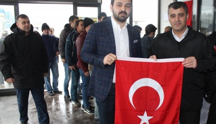 İSKUR GRUP, ÇALIŞANLARINA BAYRAK HEDİYE ETTİ